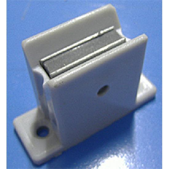 Magnetic handle holder